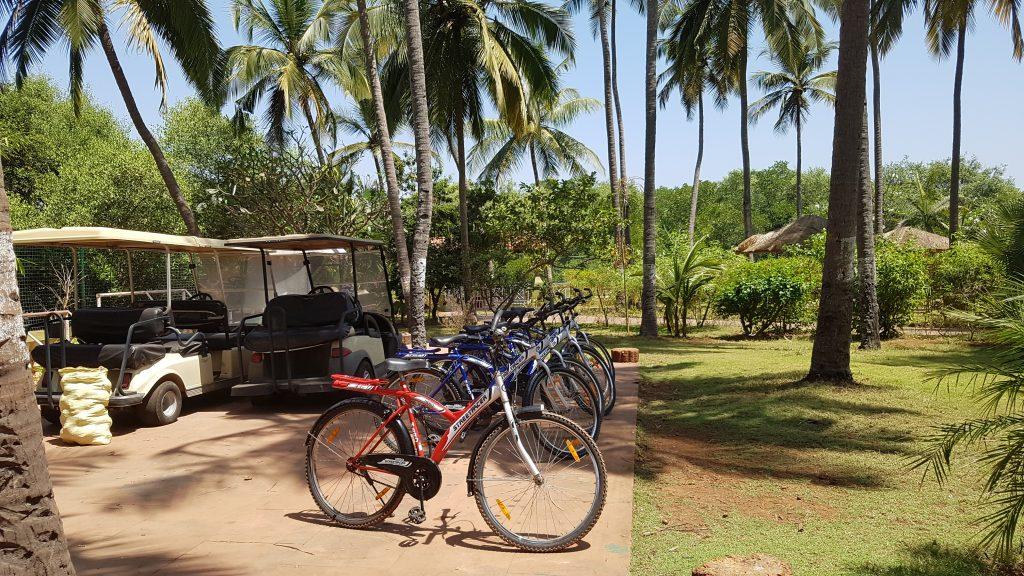 Fahrräder Goa Devaaya Retreat