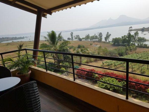 Balkon und Ausblick auf Mukhne Damm Bankside at Vallone
