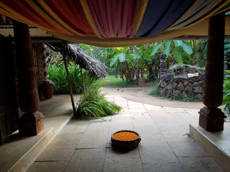 Eingang Yogamagic Ökoresort Anjuna Goa