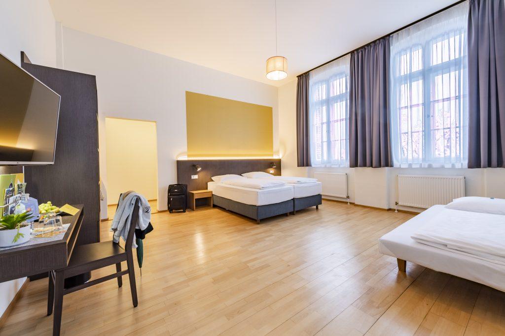 JUFA Hotel Bregenz Dreibett Zimmer